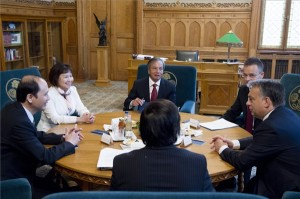 Orban-gazdasagi kapcsolatokrol targyalt