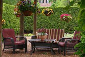 Dekorativ kerti asztal